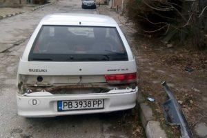Разчистват улиците на Асеновград от изоставени коли.