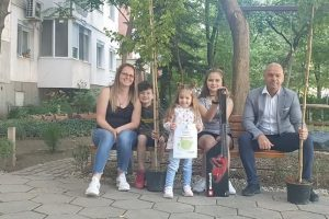 Костадин Димитров връчи на семейството на Антония и Михаил Димитрови храсторез