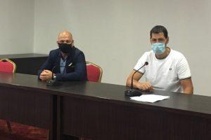 Иван Тотев и кметът на Тракия Костадин Димитров (зад маските)