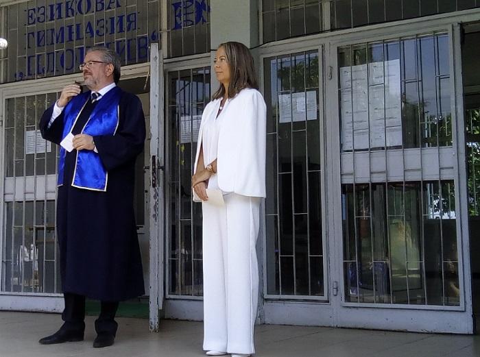 Николай Радев и Дани Каназирева се развълнуваха на церемонията по дипломирането на зрелостниците
