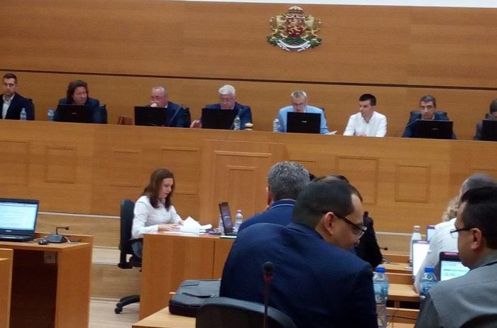 Кметът Здравко Димитров и администрацията са без маски