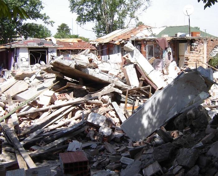 Сградите са предварително освободени от собствениците и терените се разчистват