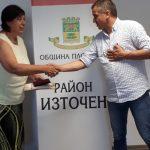 Иван Стоянов връчи почетния знак на Тотка Ламбрева