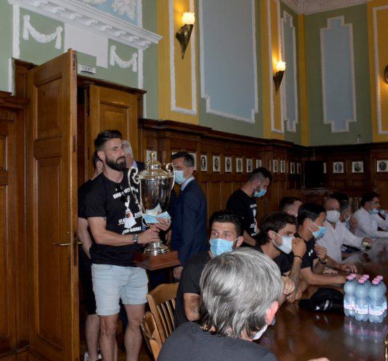 След милото тържество заразата плъзна из Пловдив яко.