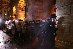 Протестиращи се опитаха да щурмуват бившия Партиен дом на 14 юли
