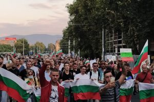 """Многолюдното шествие изпълни бул. """"Цар Борис Трети Обединител"""""""