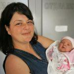 Малката Теодора с мама Гергана