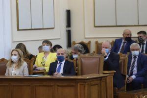 Парламентът гласува рокадите в кабинета