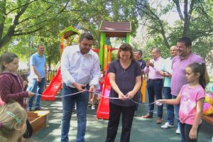 Откриха първата детска площадка в родопското село Златитрап