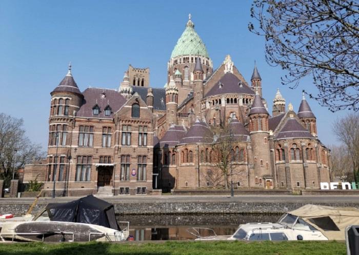 Църквата/замъкът на Харлем