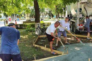Изграждането на беседката в Царацово.