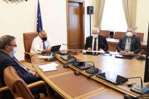 Борисов и членовете на щаба разговаряха с областните управители