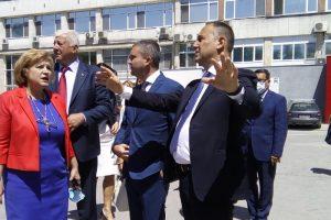 Проф. Карен Джамбазов показа на министър Владислав Горанов къде ще бъде изградена Детската клиника