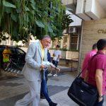 Д-р Иван Димитров влиза в Съдебната палата.