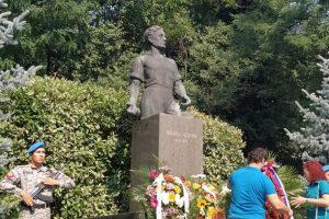 Пловдивчани положиха венци и цветя пред паметника на Васил Левски