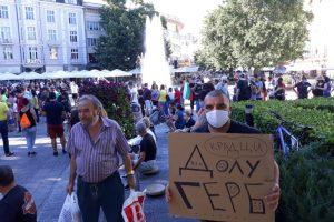 Протестът в Пловдив се разрасна.