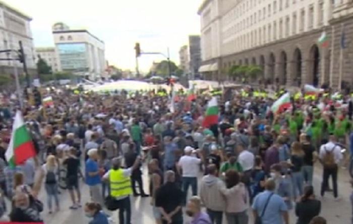 Хиляди се събират на протестите