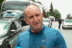 Румен Радев направи планински преход и коментира изявленията на Борисов.