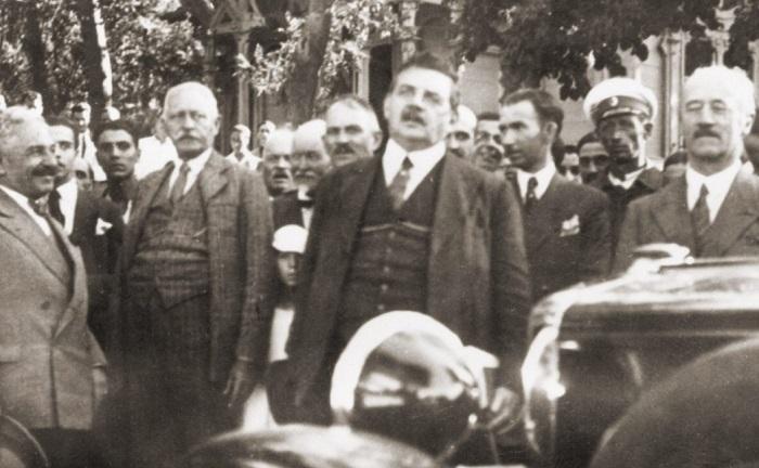 Едуард Ерио, Н. Мушанов и кметът Божидар Здравков на път за бюфета на Данов хълм, 16 август 1933 г.