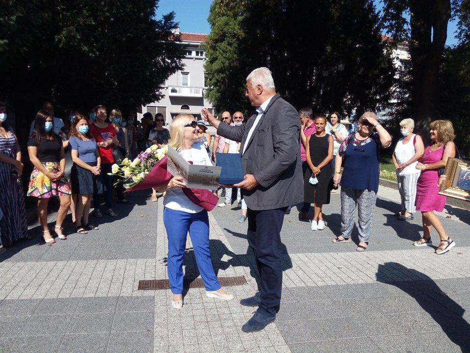 Кметът Здравко Димитров и Елка Ковачева.