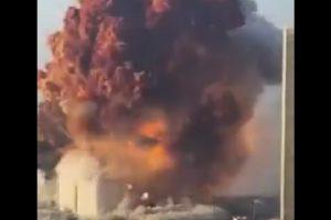 Моментът на чудовищната експлозия в Бейрут
