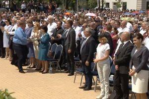 Каракачанов сърдечно се здрависа с ръководителите на ГЕРБ
