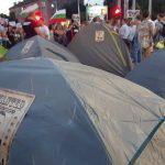 """По някои от палатките има надпис с лика на Борисов """"Търси се"""""""