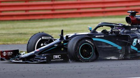 Спуканата гума не попречи на Хамилтън да грабне Гран при на Великобритания.