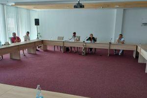 Министър Николова на спешна среща с германски туроператори у нас