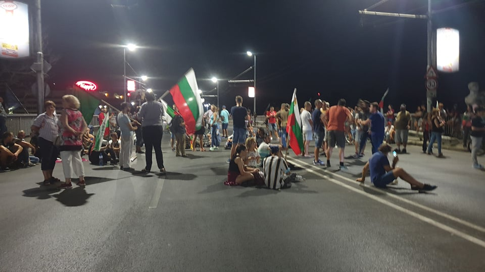 Блокадата на моста снощи
