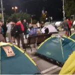 Протестиращите отново опънаха палатките