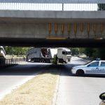 Камионът, който се вряза под моста на УХТ