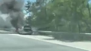 """Горящата кола на магистрала """"Тракия""""."""