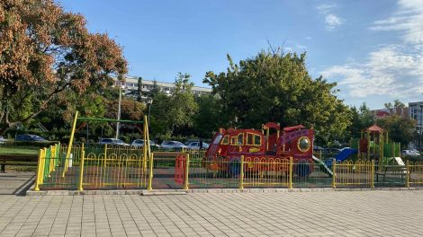 """Обновената детска площадка в район """"Северен""""."""