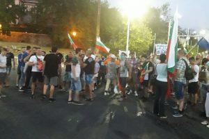 Протестиращите блокираха кръстовището на Чифте баня