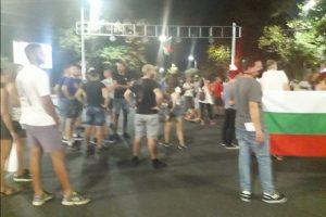 """Протестиращи блокираха и кръстовището на бул. """"Руски"""" и """"Шести септември"""""""