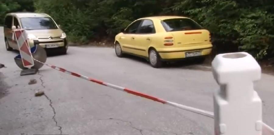 Пътят за Кръстова гора се нуждае от спешен ремонт.