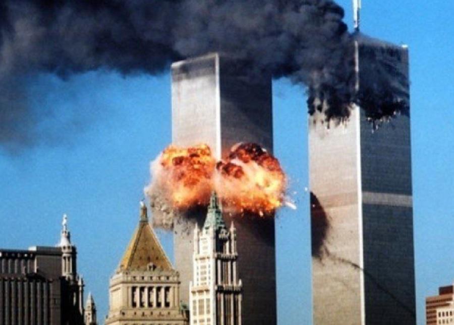 Кулите близнаци в Ню Йорк пламнаха и рухнаха