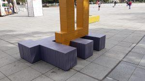 """Цветни пейки като букви се появиха на пл. """"Централен"""""""