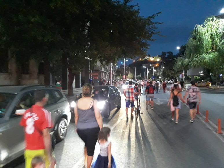 Демонстрантите без шествие по Главната, затапиха Чифте баня