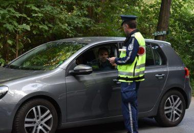 Полицаите раздаваха флаери