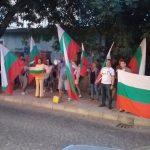 Втори протест пред спортната зала.