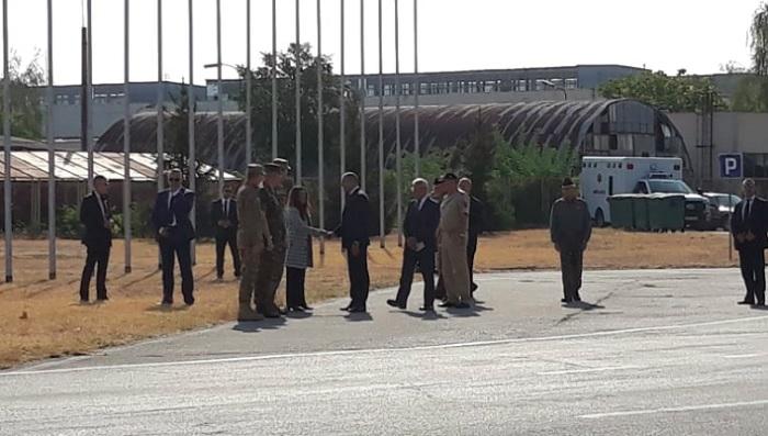 Президентът Румен Радев и американският посланик Херо Мустафа пристигнаха в авиобаза Граф Игнатиево