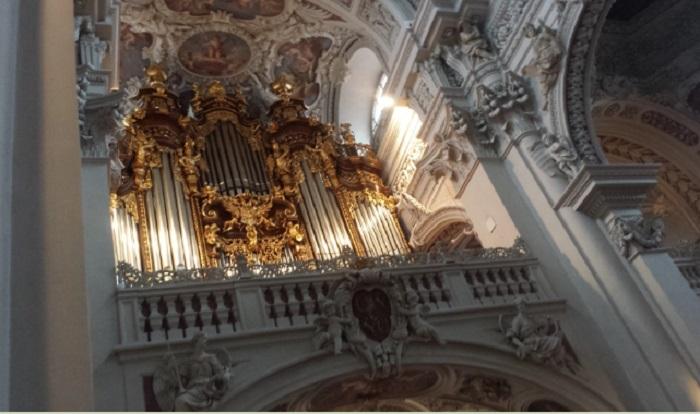 Малка част от най-големия орган в света