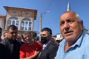 Борисов се заговори с хората от Грашково, Велинградско.