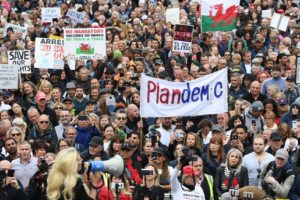 Нов рекорд от заразени и протести на Острова
