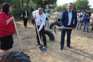 Първата копка на новия физкултурен салон на училището в Граф Игнатиево.