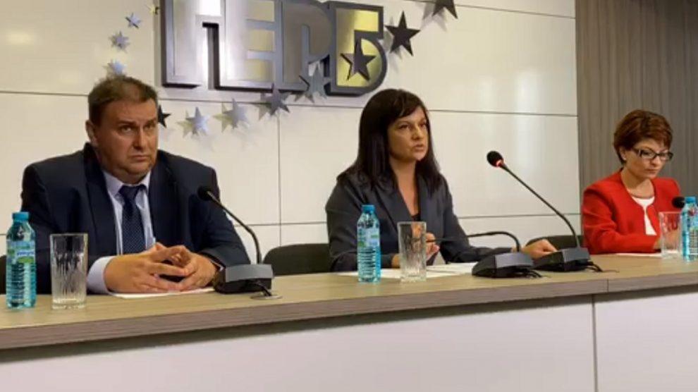 Радев, Дариткова и Атанасова коментираха доклада.