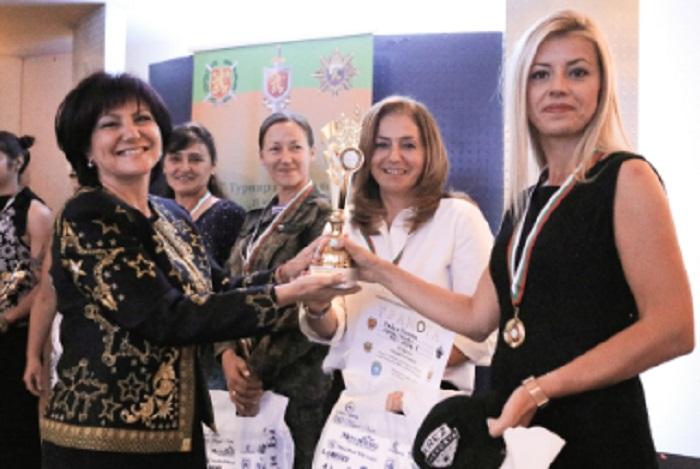 Караянчева връчи наградите на победителките