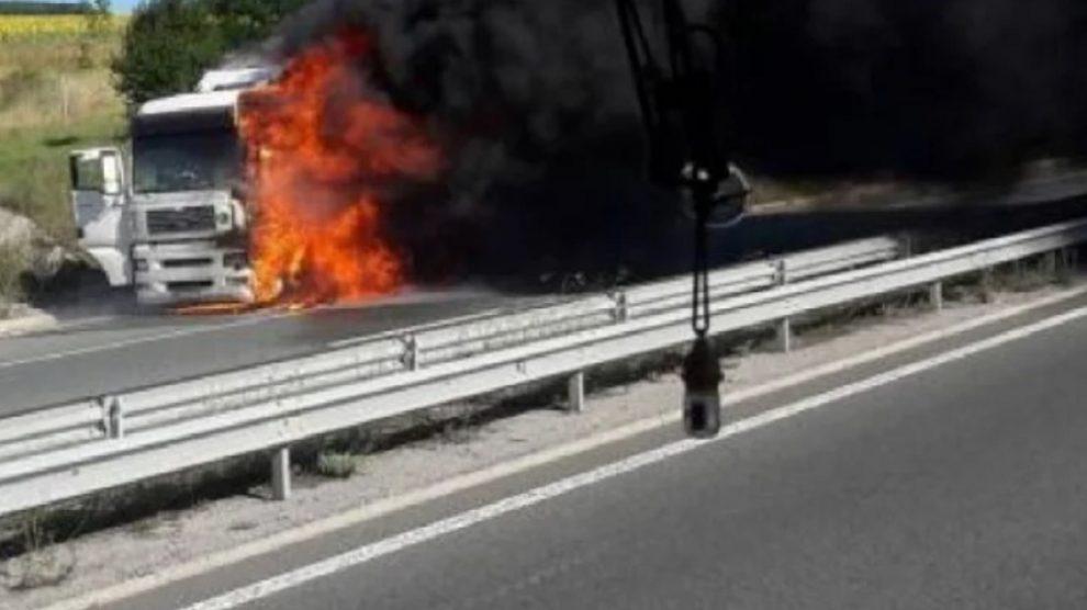 Тирът блокира магистрала Тракия
